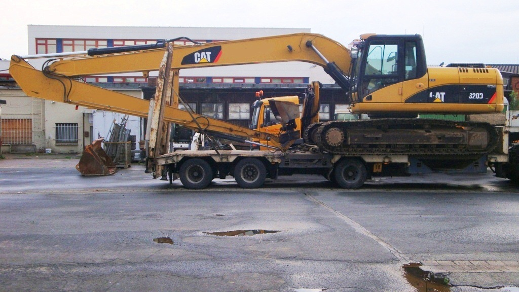 CAT 320DL Ditch Cleaning (1)